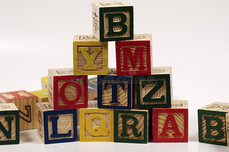 Pirámide de madera del bloque imagen de archivo libre de regalías