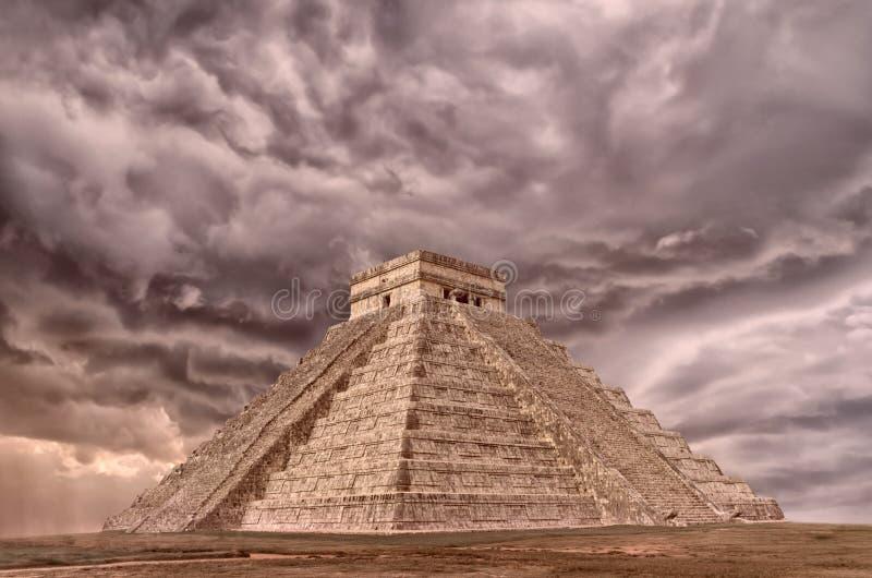 Pirámide en Chichen Itza, templo de Kukulkan yucatan méxico fotos de archivo libres de regalías