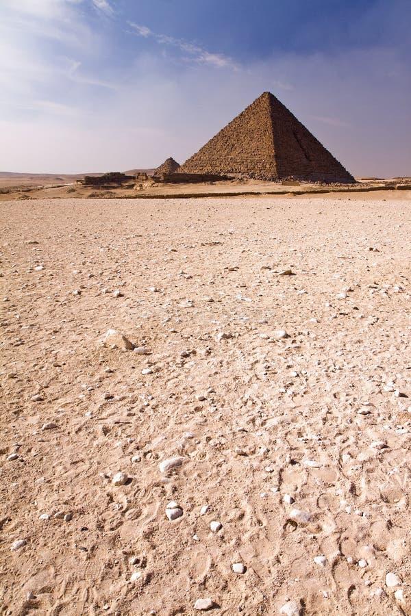 Pirámide en el desierto imagen de archivo libre de regalías