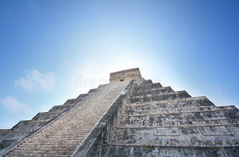Pirámide maya de Kukulcan en la salida del sol fotografía de archivo libre de regalías