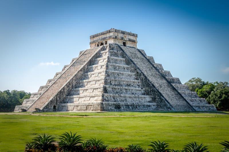 Pirámide maya del templo de Kukulkan - Chichen Itza, Yucatán, México imagen de archivo
