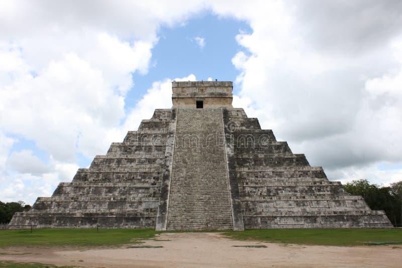 Pirámide maya en Chichen-Itza México imagenes de archivo