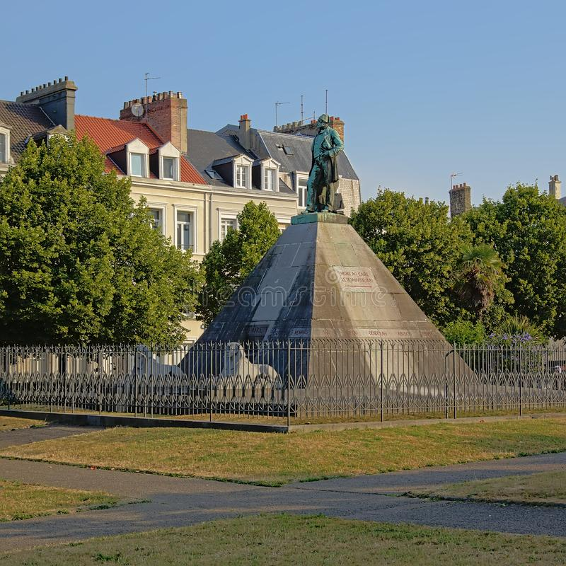 Pirámide y estatua de Mariette Pacha, mer del sur de Boulogne, Francia fotografía de archivo
