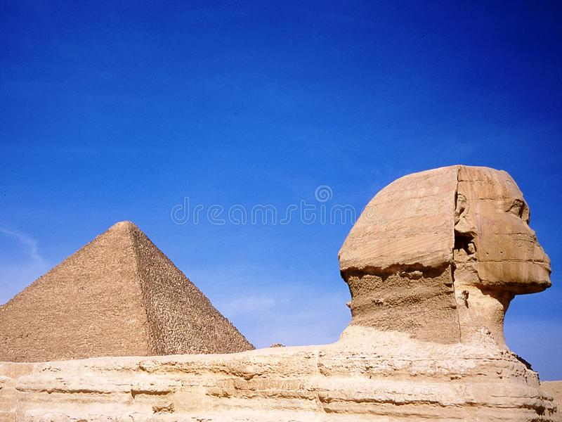 Pirámides de Cheops y de la esfinge foto de archivo