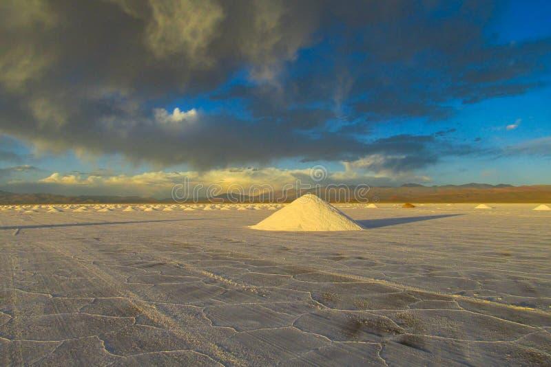 Pirámides de la sal en Salar foto de archivo