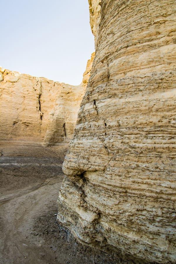 Pirámides de la tiza de la roca del monumento imagenes de archivo