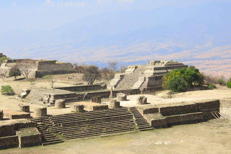 Pirámides mayas en Monte Alban, Oaxaca, México foto de archivo