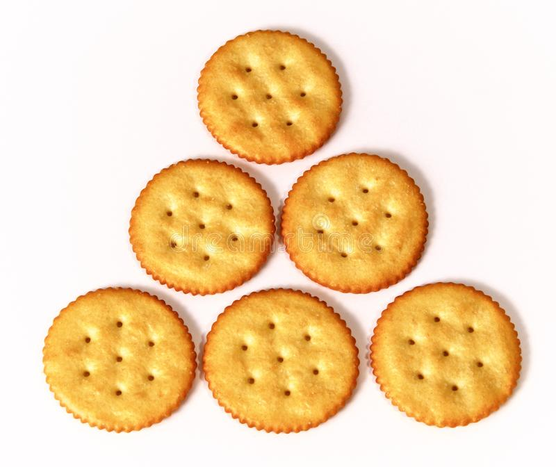 Pirâmide de biscoitos redondos no branco fotografia de stock royalty free
