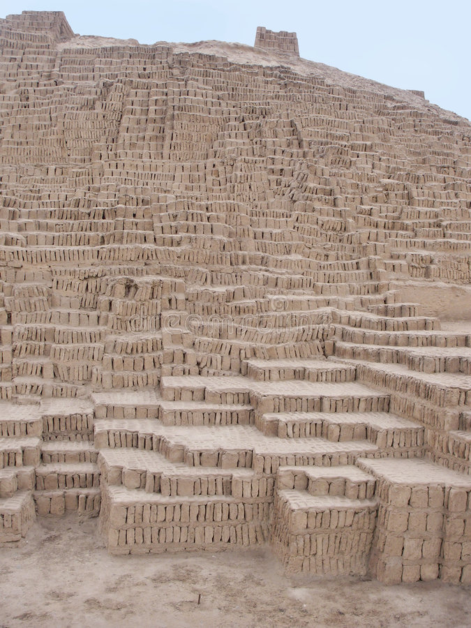 Pirâmide de Huaca Pucllana em Lima Peru imagens de stock royalty free