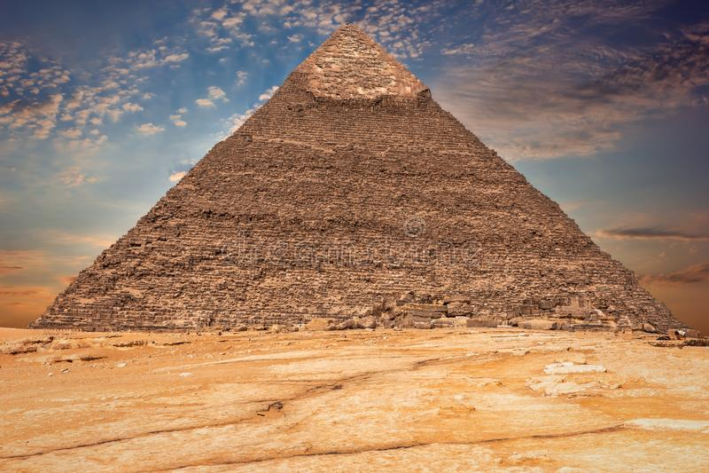A pir?mide de Khafre nas nuvens, Egito imagens de stock royalty free