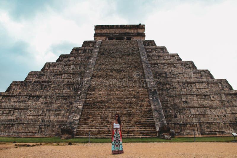 Pirâmide de Kukulkan na cidade antiga de Chichen Itza, Iucatão, México foto de stock royalty free