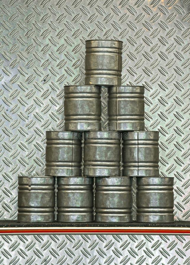 Pirâmide de latas empilhadas fotos de stock royalty free