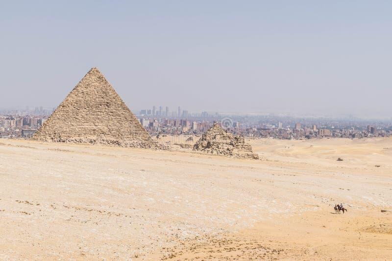 A pirâmide de Menkaure no platô de Giza fotografia de stock