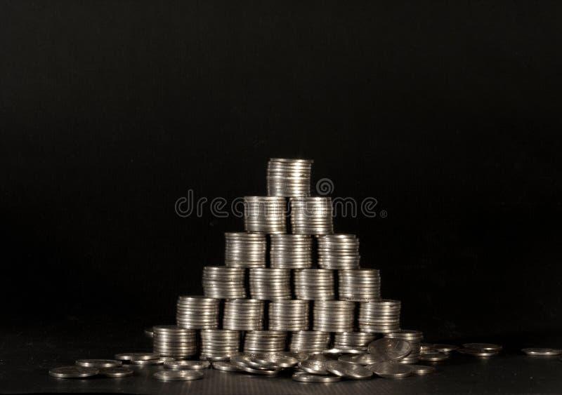 Pirâmide de Money.Financial foto de stock