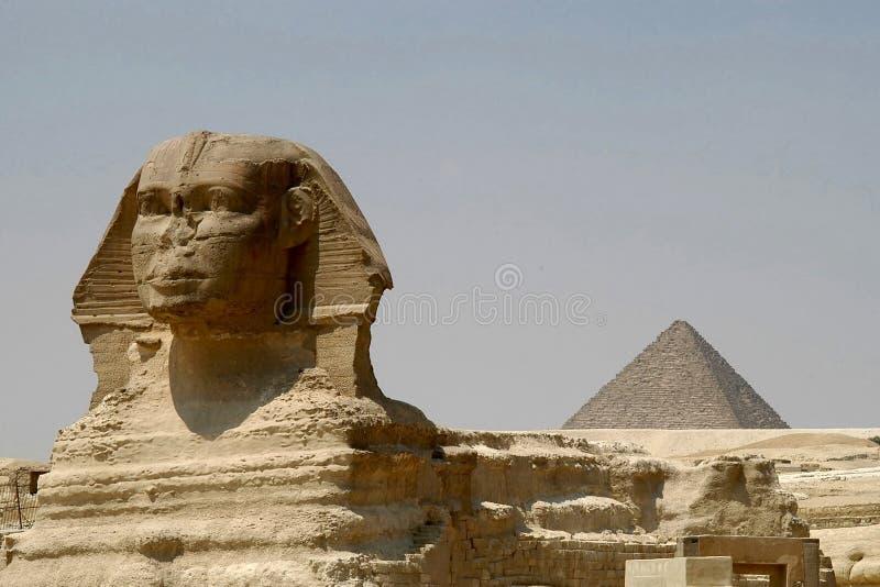Pirâmide de Sphynx e de Chefren fotografia de stock royalty free