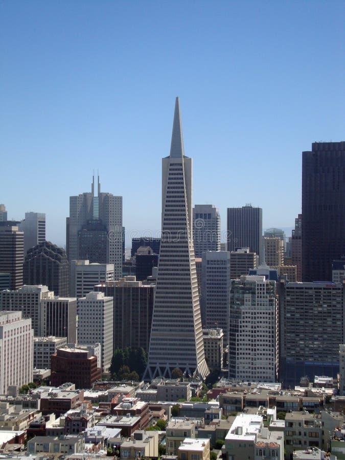 Pirâmide de Transamerica e construções altas da baixa de San Francisco foto de stock royalty free