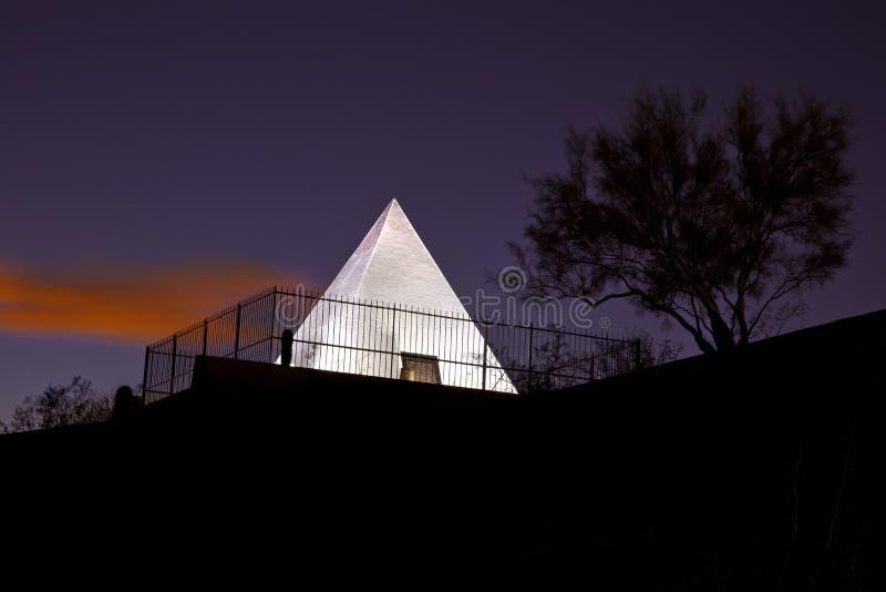 Pirâmide do túmulo da caça em Tempe o Arizona fotos de stock royalty free