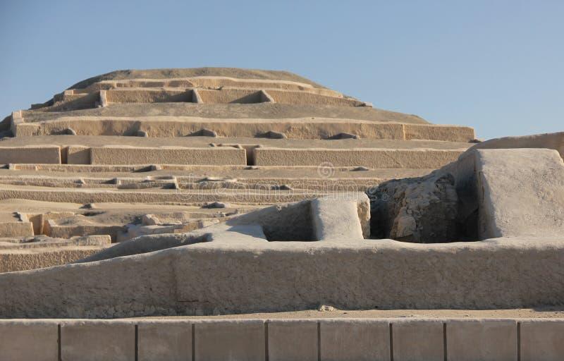 A pirâmide em Cahuachi, Peru foto de stock