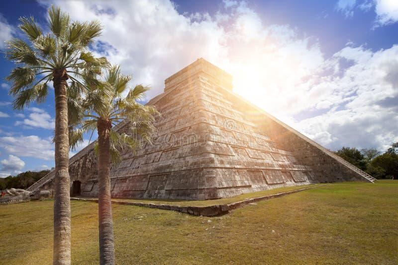 Pirâmide famosa de El Castillo o templo de Kukulkan, pirâmide emplumada da serpente no local arqueológico do Maya de Chichen Itza fotos de stock