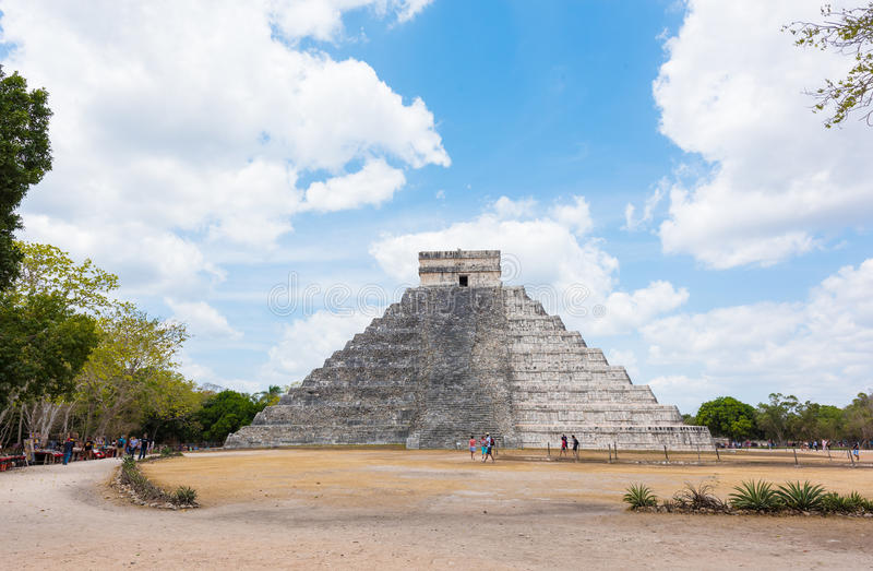 Pirâmide maia de Kukulkan em Chichen Itza, México imagens de stock royalty free