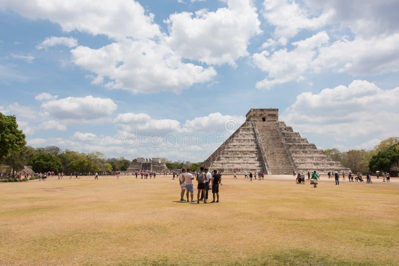 Pirâmide maia de Kukulkan, igualmente conhecida como El Castillo em Chichen Itza, México imagens de stock