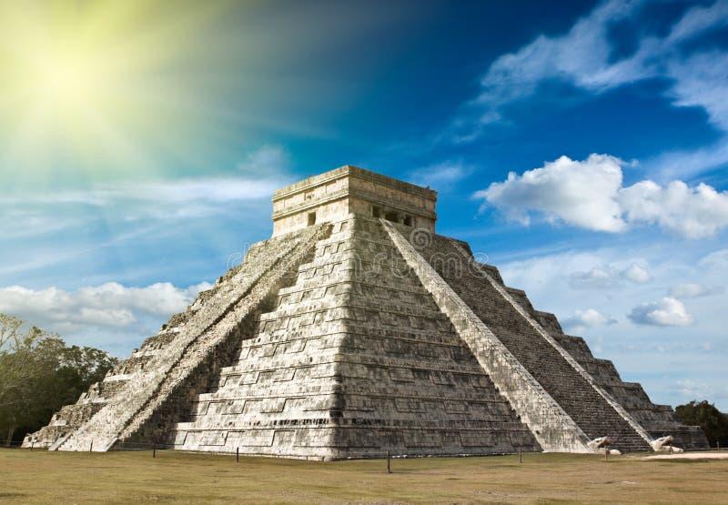 Pirâmide maia em Chichen-Itza, fotos de stock
