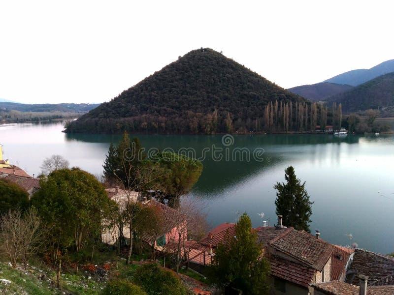 A pirâmide misteriosa do lago Piediluco imagem de stock royalty free