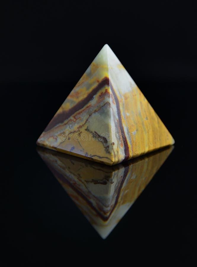 Pirâmide no preto fotos de stock royalty free