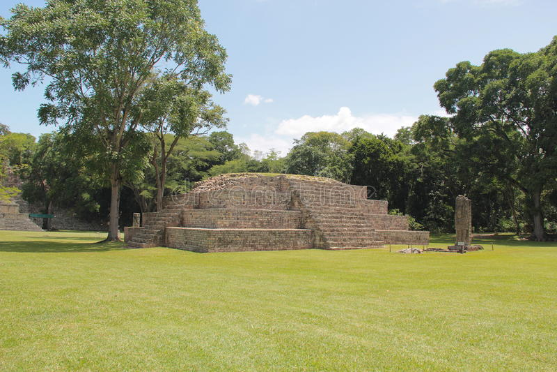 A pirâmide nomeou Estrutura 4 no local archaelogical maia antigo de Copan, nas Honduras fotos de stock royalty free