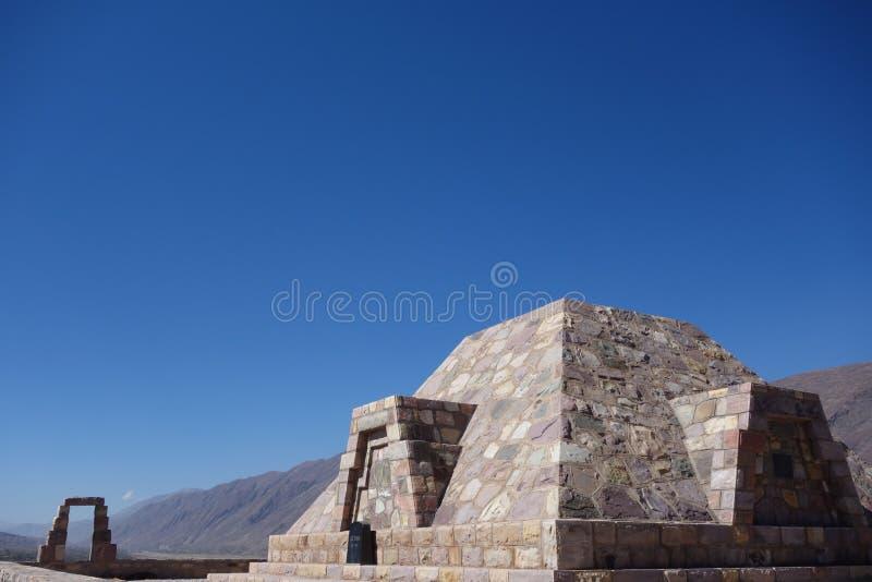 Pirâmide - pucara de tilcara/fortificação do pre-Inca - jujuy, Argentina fotos de stock royalty free