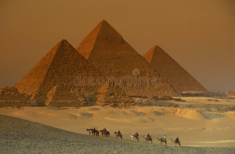 PIRÂMIDES DE ÁFRICA EGIPTO O CAIRO GIZA imagem de stock