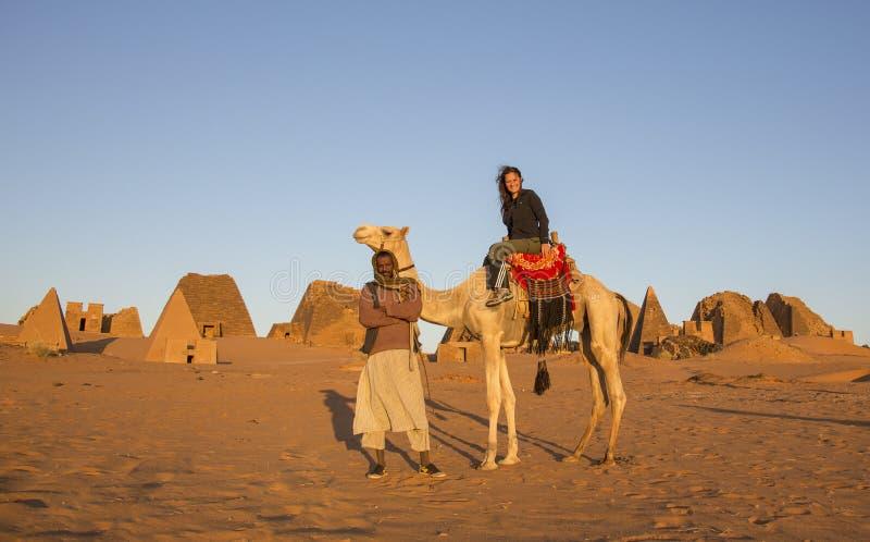 Pirâmides de Meroe em um deserto em Sudão remoto imagem de stock royalty free