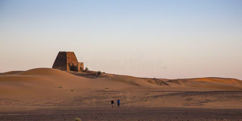 Pirâmides de Meroe no nascer do sol fotografia de stock