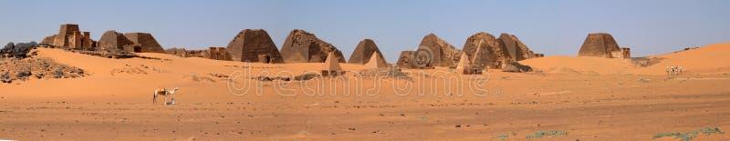 Pirâmides de Meroe no Sahara de Sudão imagens de stock royalty free
