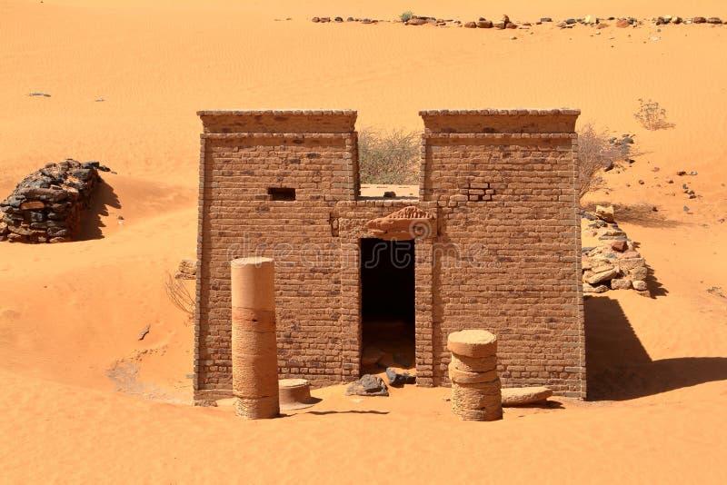 Pirâmides de Meroe no Sahara de Sudão foto de stock