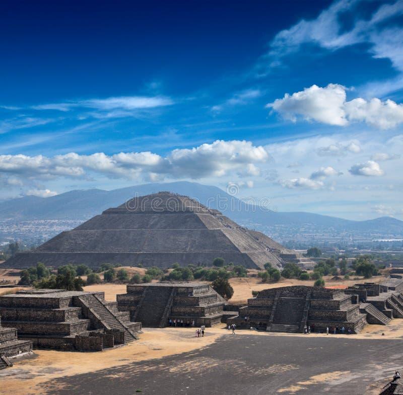 Pirâmides de Teotihuacan imagem de stock