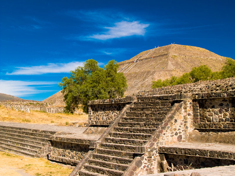 Pirâmides de Teotihuacan imagens de stock royalty free