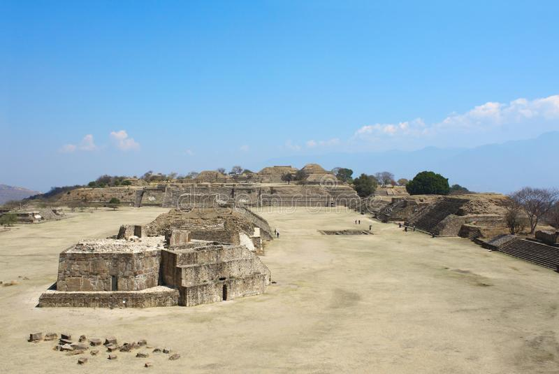 Pirâmides maias em Monte Alban, Oaxaca, México imagens de stock royalty free