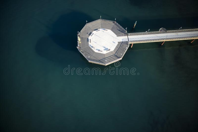 Pir av Marina di Pietrasanta arkivfoton