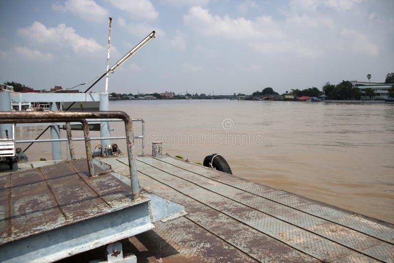 Pir för att förtöja eller ponton för att landa fartyget royaltyfri fotografi