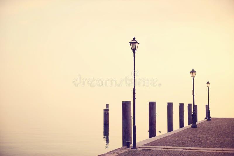 Pir på Garda sjön royaltyfri bild