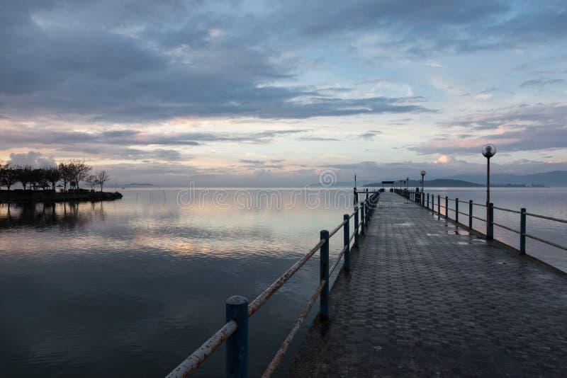 Pir på solnedgången royaltyfri fotografi