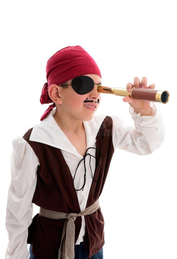 Piraat die door werkingsgebied kijkt stock foto