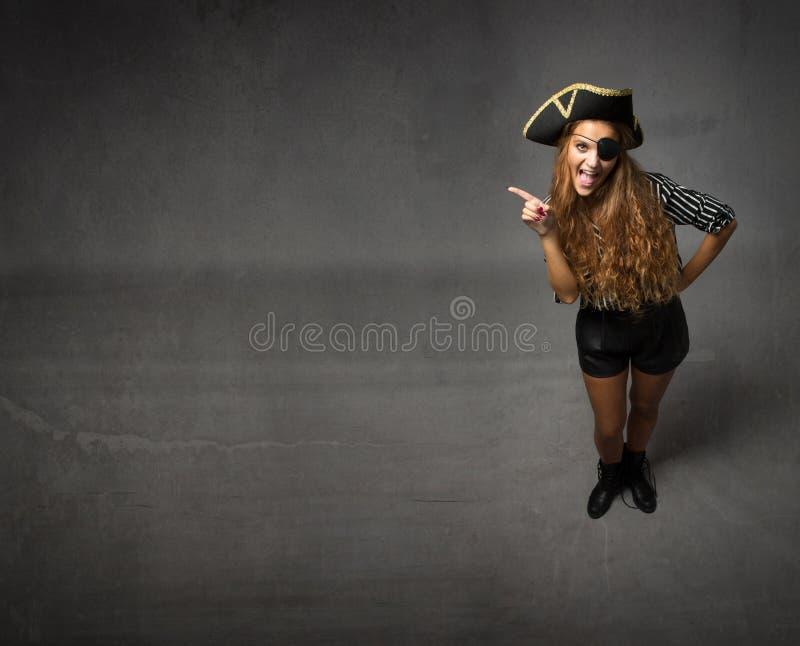 Piraat die lege exemplaarruimte tonen royalty-vrije stock foto