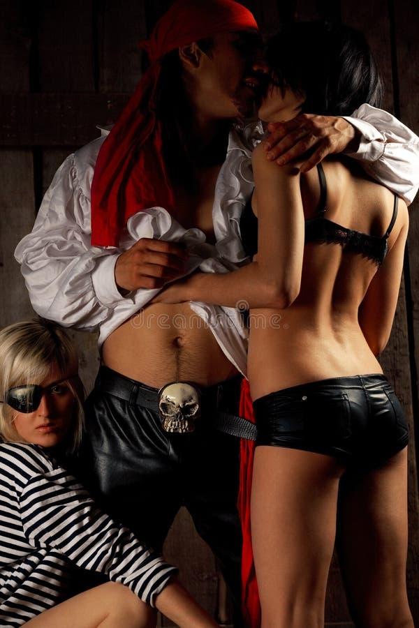 Piraat met paar Sexy meisjes stock foto's