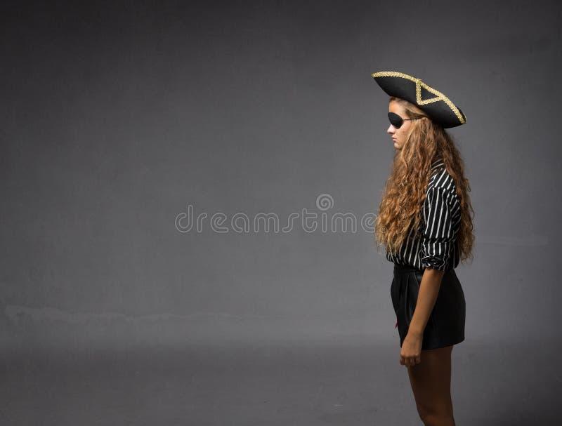 Piraat in profiel het bekijken stock fotografie