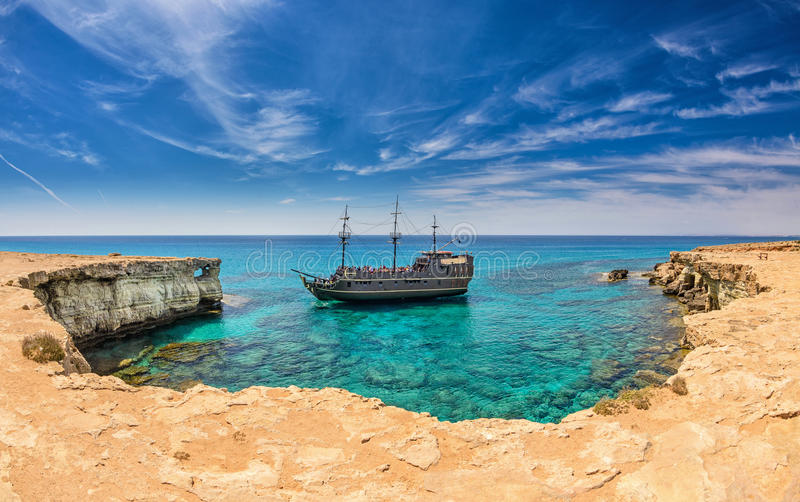Piraatschip, ayianapa, Cyprus stock afbeelding