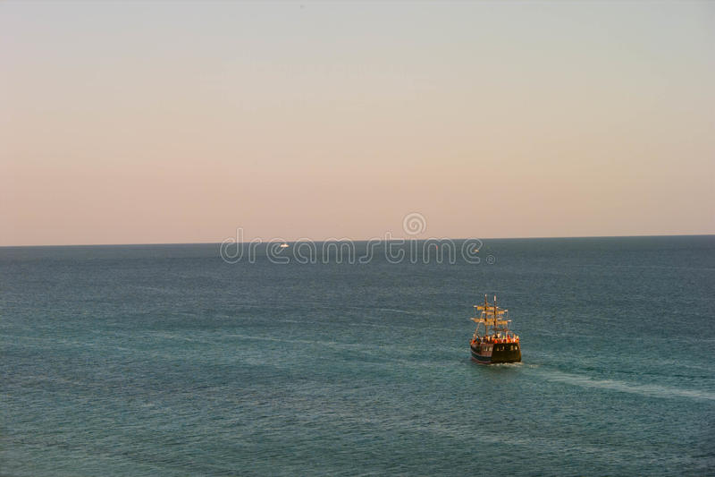 Piraatschip die op het Water in Florida varen royalty-vrije stock foto's