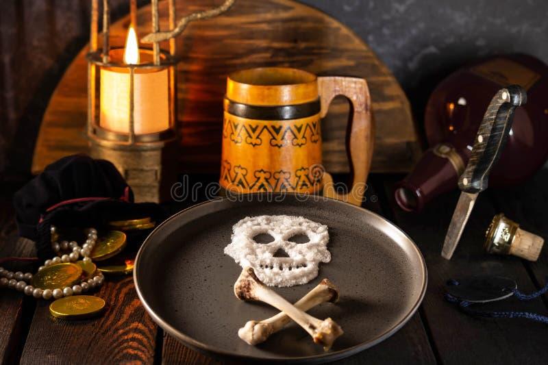 Piraatverhaal Lijst van hongerige piraat stock foto's