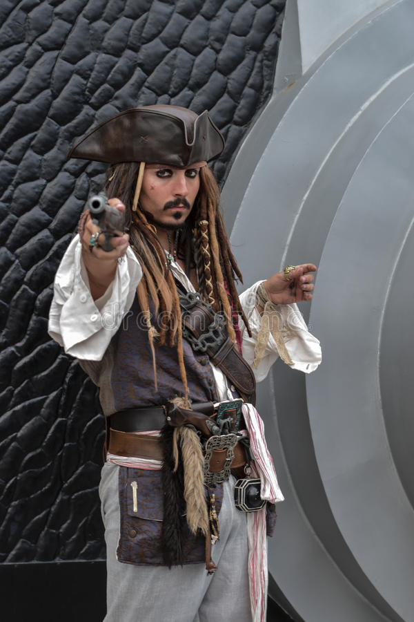 Piraci cosplay Karaibski kapitan Jack Sparrow, (Johnny Depp) obraz royalty free